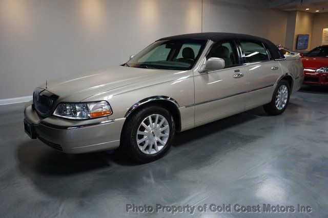 2006 Lincoln Town Car 4dr Sedan Signature - Click to see full-size photo viewer