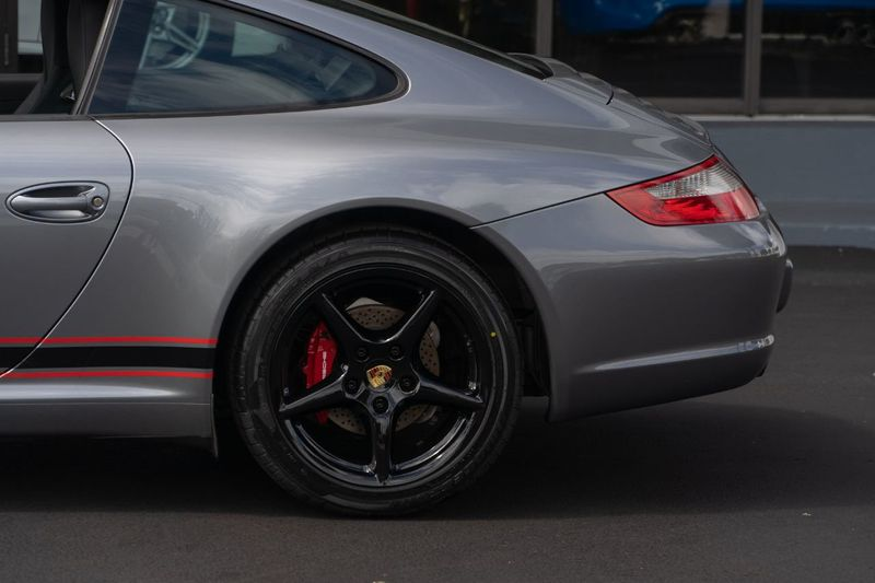 2006 Porsche 911 2dr Coupe Carrera - Click to see full-size photo viewer