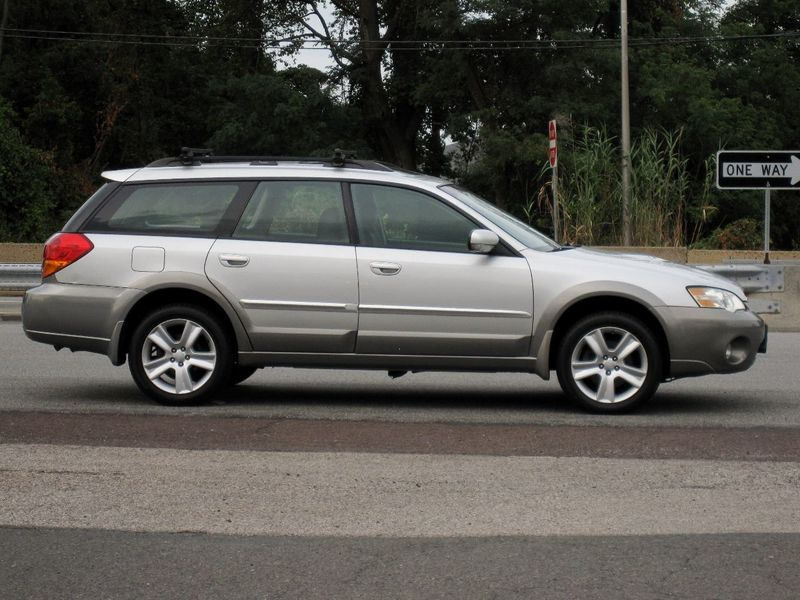 2006 Subaru Legacy Wagon Outback 2.5 XT Ltd Manual Black Int - 19136260 - 9