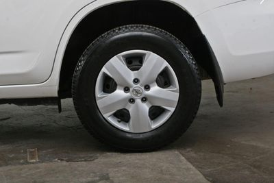 2006 Toyota RAV4 Base Trim - Click to see full-size photo viewer