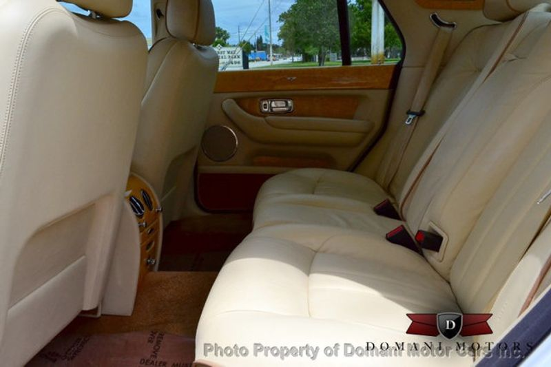 2007 Bentley Arnage Stunning White Arnage w/ Magnolia & Auburn interior - 16319383 - 49