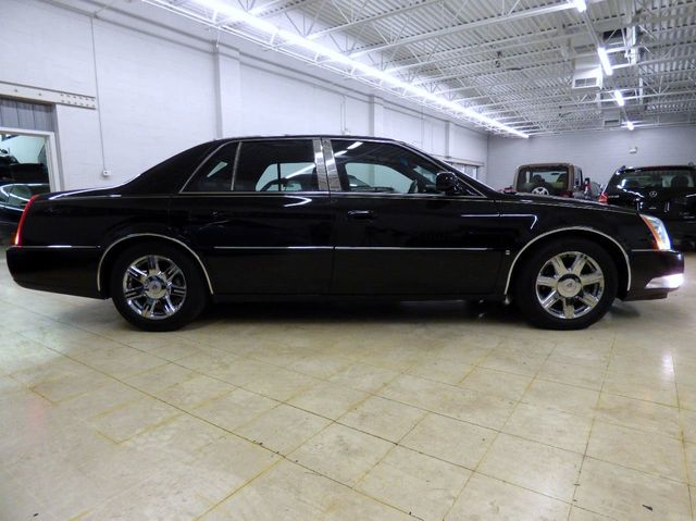 2007 Cadillac DTS 4dr Sedan V8 - Click to see full-size photo viewer
