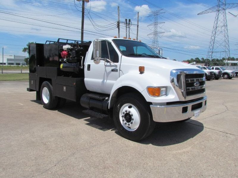 2007 Ford F750 Fuel - Lube Service Truck - 16545989 - 3