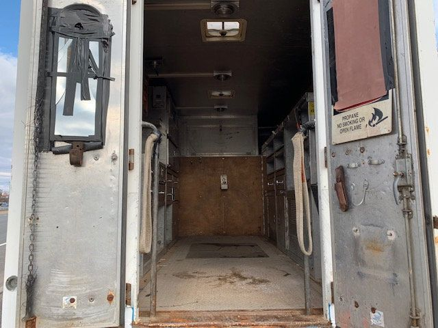 2007 GMC C-5500 13 FOOT ENCLOSED SERVICE TRUCK WITH OVERHANG - 18323353 - 10