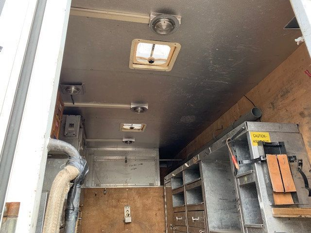 2007 GMC C-5500 13 FOOT ENCLOSED SERVICE TRUCK WITH OVERHANG - 18323353 - 13