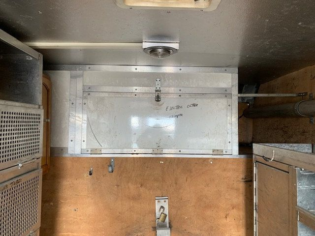 2007 GMC C-5500 13 FOOT ENCLOSED SERVICE TRUCK WITH OVERHANG - 18323353 - 22