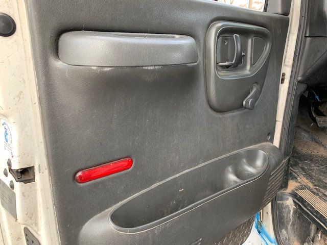 2007 GMC C-5500 13 FOOT ENCLOSED SERVICE TRUCK WITH OVERHANG - 18323353 - 24
