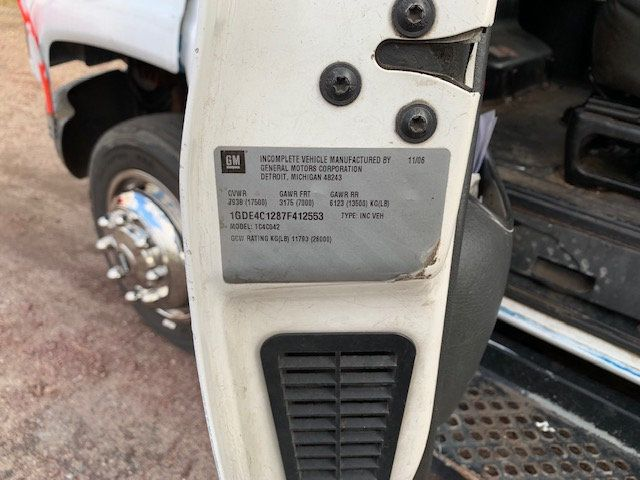 2007 GMC C-5500 13 FOOT ENCLOSED SERVICE TRUCK WITH OVERHANG - 18323353 - 25
