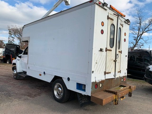 2007 GMC C-5500 13 FOOT ENCLOSED SERVICE TRUCK WITH OVERHANG - 18323353 - 2