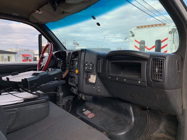 2007 GMC C-5500 13 FOOT ENCLOSED SERVICE TRUCK WITH OVERHANG - 18323353 - 38