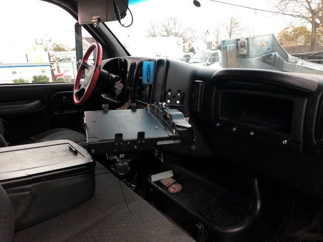2007 GMC C-5500 13 FOOT ENCLOSED SERVICE TRUCK WITH OVERHANG - 18323353 - 39