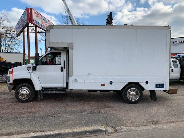 2007 GMC C-5500 13 FOOT ENCLOSED SERVICE TRUCK WITH OVERHANG - 18323353 - 4