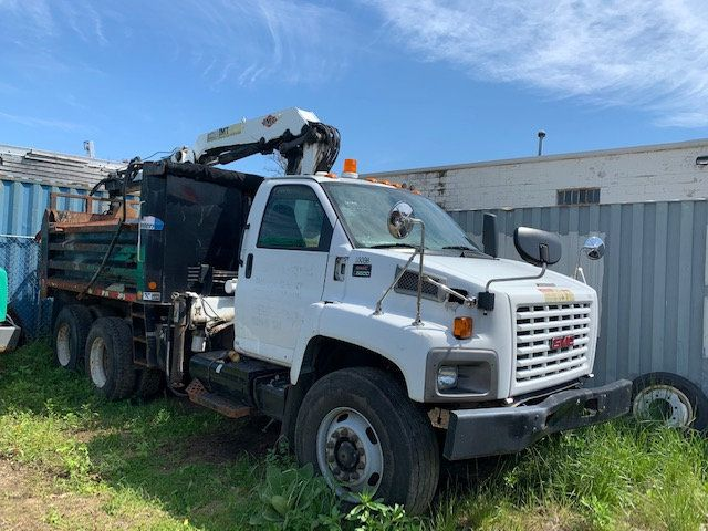 2007 GMC C-8500 TANDEM 10 YARD DUMP TRUCK WITH KNUCKLE BOOM CLAM SHELL BUCKET - 17549669 - 1