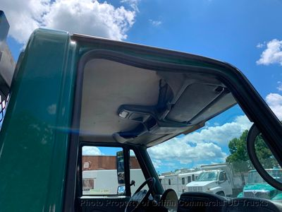 2007 International NON CDL JUST 25k MILES LIFT GATE ONE OWNER SC TRUCK!! PRE-EMISSIONS - Click to see full-size photo viewer