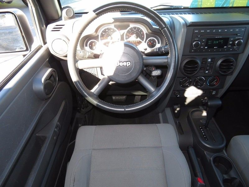 2007 Jeep Wrangler 4WD 4dr Unlimited Sahara - 17104136 - 9
