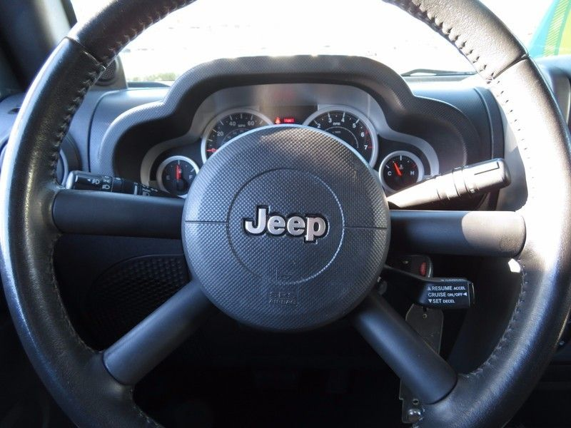 2007 Jeep Wrangler 4WD 4dr Unlimited Sahara - 17104136 - 19