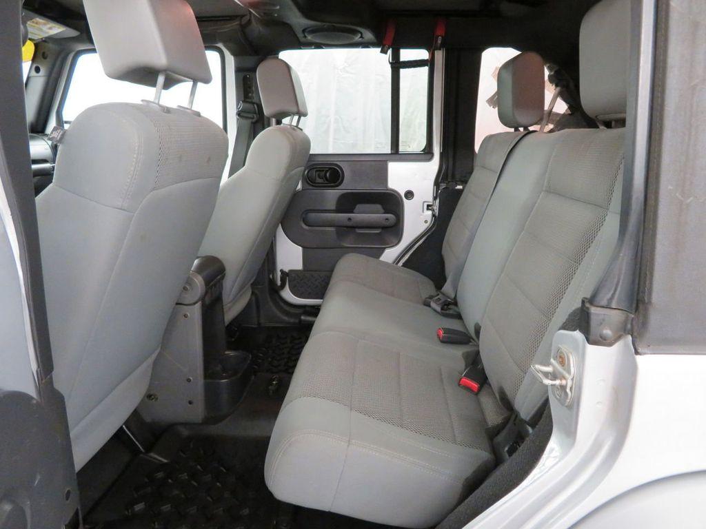 2007 Jeep Wrangler 4WD 4dr Unlimited Sahara - 18370052 - 12