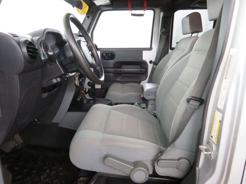 2007 Jeep Wrangler 4WD 4dr Unlimited Sahara - 18370052 - 6