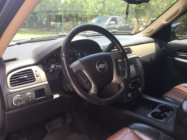 2008 Chevrolet Suburban 2WD 4dr 1500 LT w/2LT - Click to see full-size photo viewer