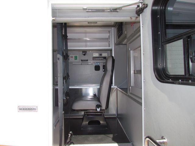 2008 Ford F650 Ambulance - 13343729 - 11