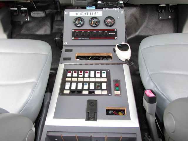 2008 Ford F650 Ambulance - 13343729 - 19
