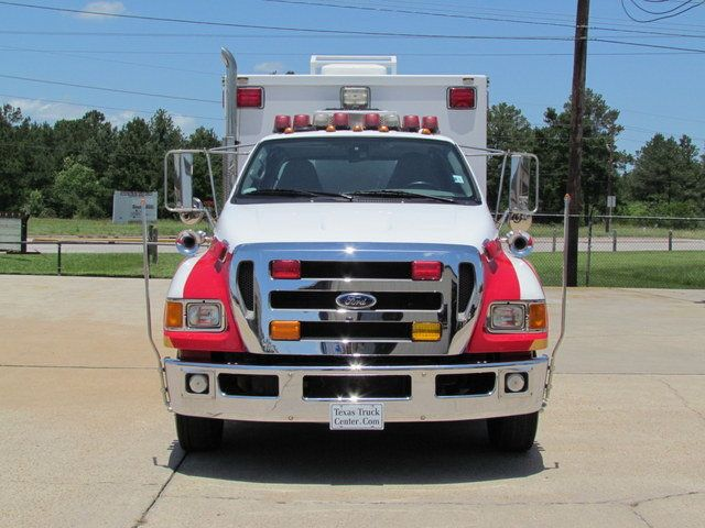 2008 Ford F650 Ambulance - 13343785 - 2