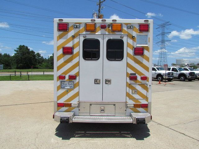 2008 Ford F650 Ambulance - 13343785 - 6