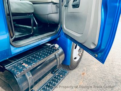 2008 International NON CDL RACK LIFT GATE JUST 23k MILES 3000LB GATE! ONE OWNER VA TRUCK! - Click to see full-size photo viewer