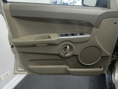 2008 Jeep Commander 2008 JEEP COMMANDER 4WD SPORT  - Click to see full-size photo viewer