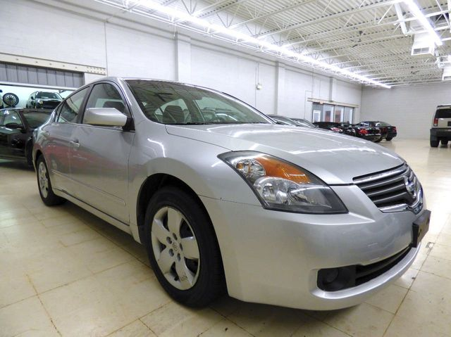 2008 Nissan Altima 4dr Sedan I4 CVT 2.5 S - Click to see full-size photo viewer