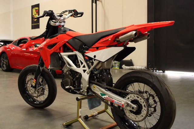 2009 Aprilia MXV450  - Click to see full-size photo viewer