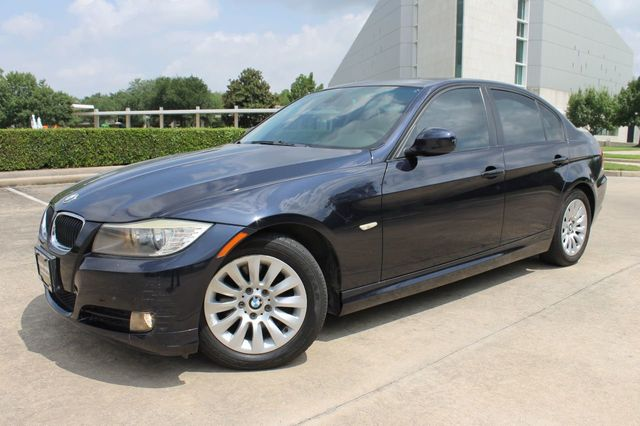 2009 BMW 3 Series 2009 BMW 4dr Sedan 328i RWD, 96k Miles, Sunroof, Keyless Entry!!