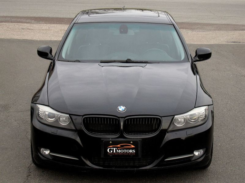 2009 BMW 3 Series 335i xDrive - 19531075 - 4