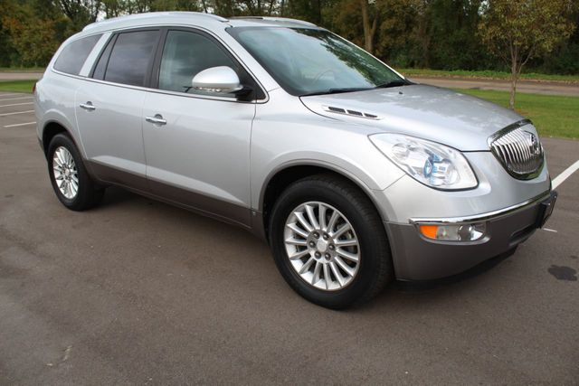 2009 Buick Enclave AWD CXL  DVD LEATHER DUAL MOONROOF 3RD ROW SEATING