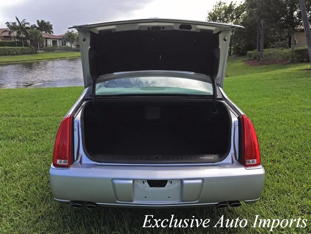 2009 Cadillac DTS 2009 CADILLAC DTS V8 SEDAN AUTOMATIC 1SA + 1SZ PACKAGE - Click to see full-size photo viewer