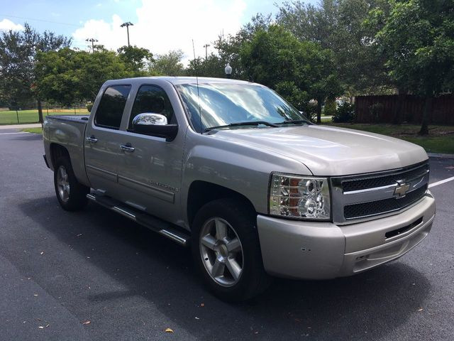 """2009 Chevrolet Silverado 1500 2WD Crew Cab 143.5"""" LS - Click to see full-size photo viewer"""