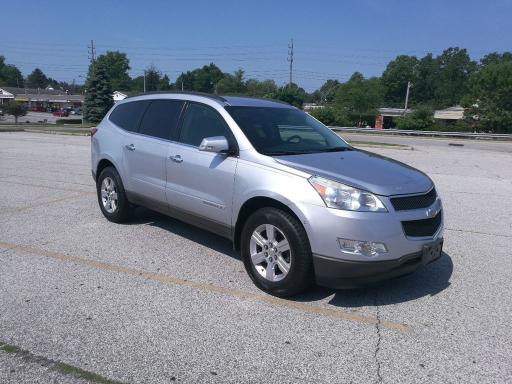2009 Chevrolet Traverse LT w/1LT, 3rd ROW, LEATHER, XM, BLUETOOTH, FULLY SERVICED - 17687248 - 0