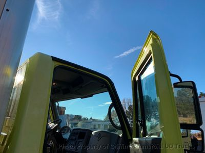 2009 International BOX TRUCK NON CDL JUST 61k MILES ONE OWNER LIFT GATE NC TRUCK! INCREDIBLE DEAL - Click to see full-size photo viewer