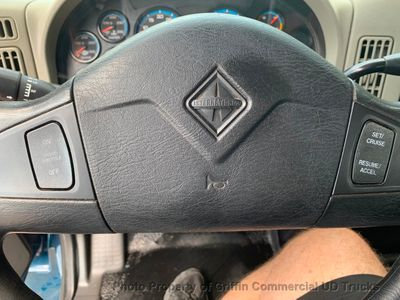 2009 International JUST 19k MILES NON CDL ONE OWNER LIFT GATE + NO DEF FLUID NEEDED - Click to see full-size photo viewer