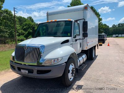 2009 International JUST 44k MILES!! NON CDL BOX UNDER 26K GVW ONE OWNER VA TRUCK!! LIFT GATE - Click to see full-size photo viewer
