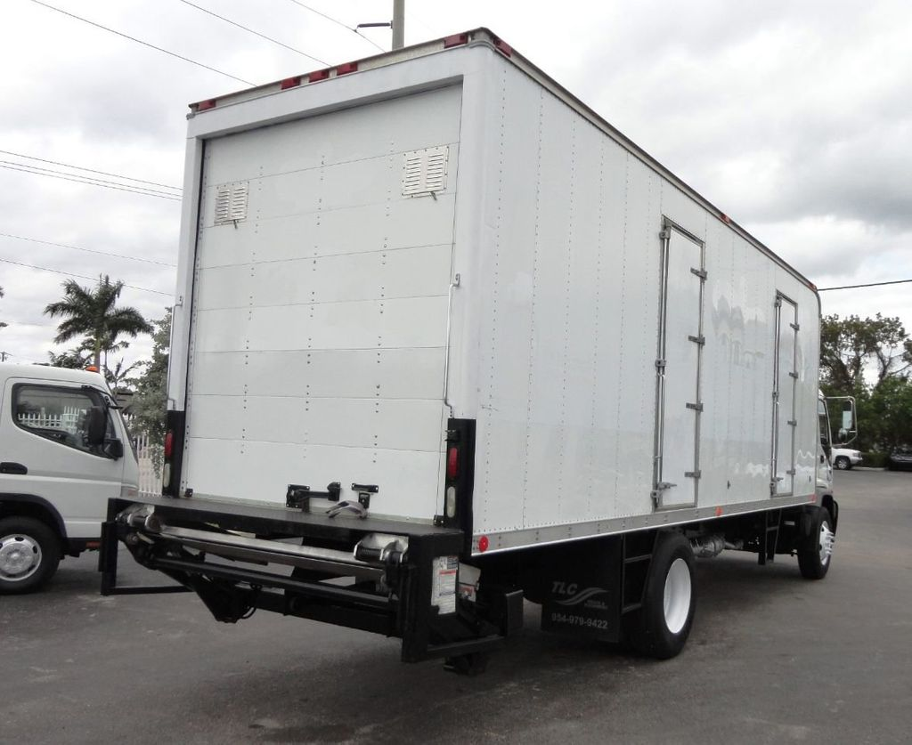 2009 Isuzu FVR 26FT DRY BOX TRUCK . CARGO TRUCK WITH LIFTGATE 25950GVW - 18450979 - 4