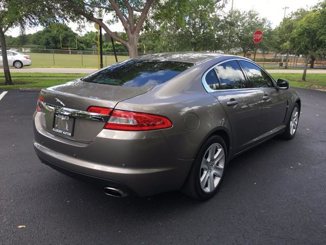 2009 Jaguar XF 4dr Sedan Luxury - Click to see full-size photo viewer