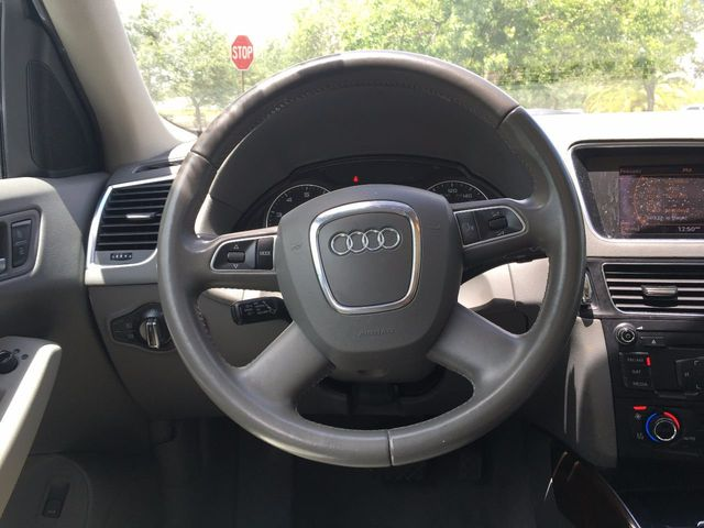 2010 Audi Q5 quattro 4dr Premium - Click to see full-size photo viewer