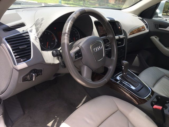 2010 Audi Q5 quattro 4dr Premium - Click to see full-size photo viewer