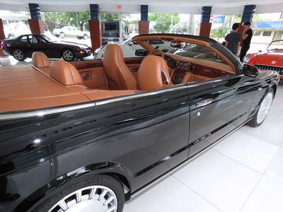 2010 Bentley Azure Convertible - Click to see full-size photo viewer