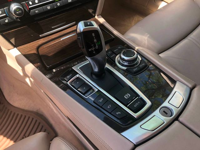2010 BMW 7 Series 750Li xDrive - Click to see full-size photo viewer