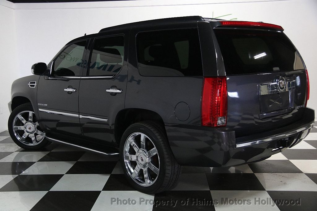 2010 Cadillac Escalade AWD 4dr Luxury - 16997666 - 4