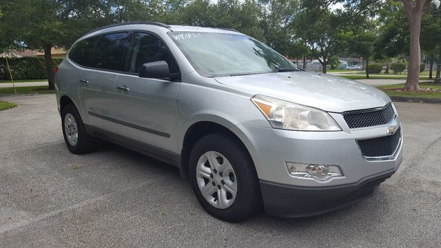 2010 Chevrolet Traverse FWD 4dr LS - Click to see full-size photo viewer