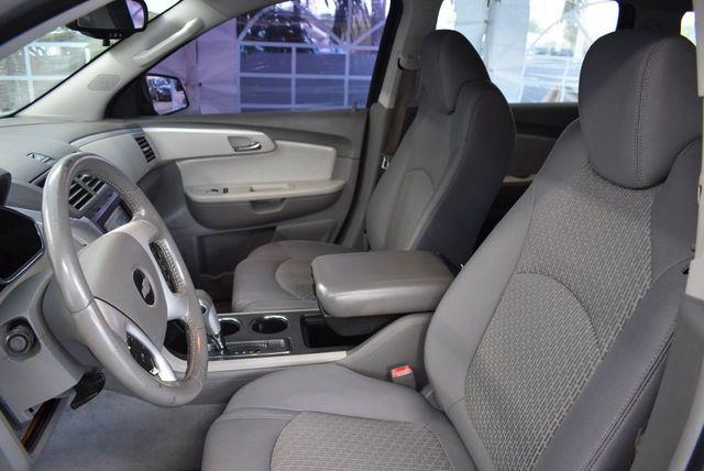 2010 Chevrolet Traverse FWD 4dr LT w/1LT - 11782751 - 13