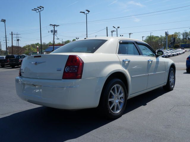 2010 Chrysler 300 4dr Sdn Touring Signature AWD - 11951636 - 1